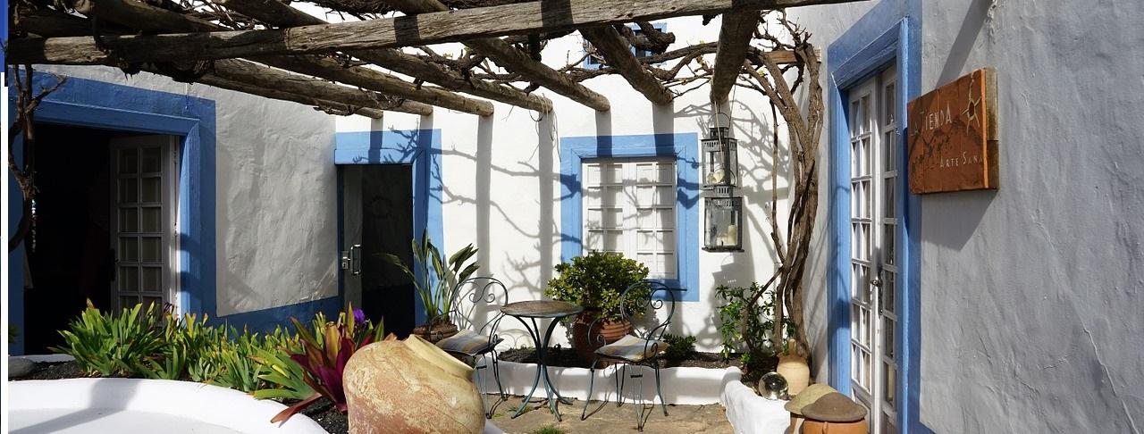 backyard-1146980_1280